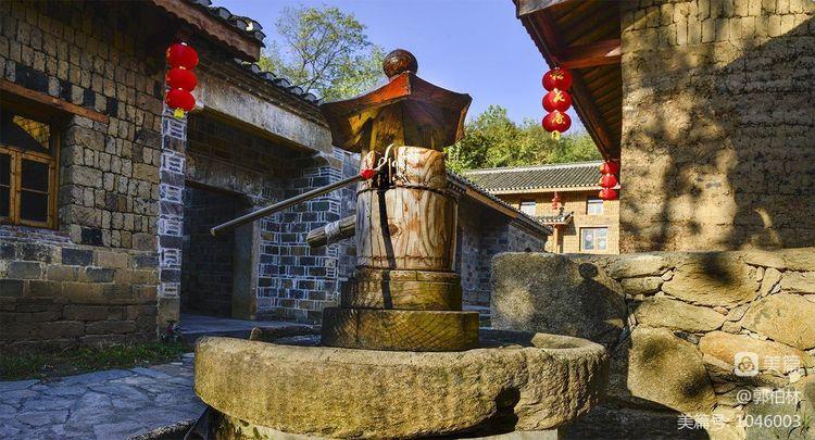 我24一70镜头前的湖北大悟县红叶之乡