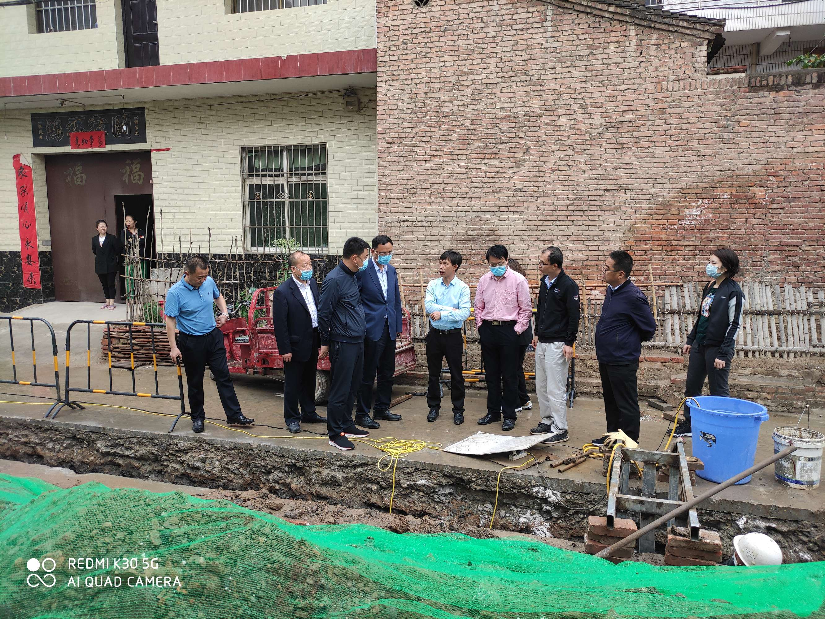 张炳淳副局长带队检查灞桥区农村生活污水治理工作