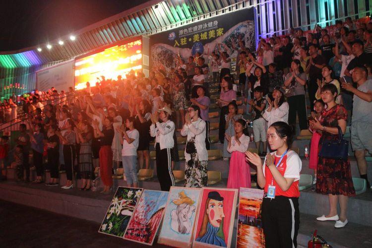 高虹金太陽藝術學校25周年慶系列專題盛典在驛城區公牛體育場華美綻放