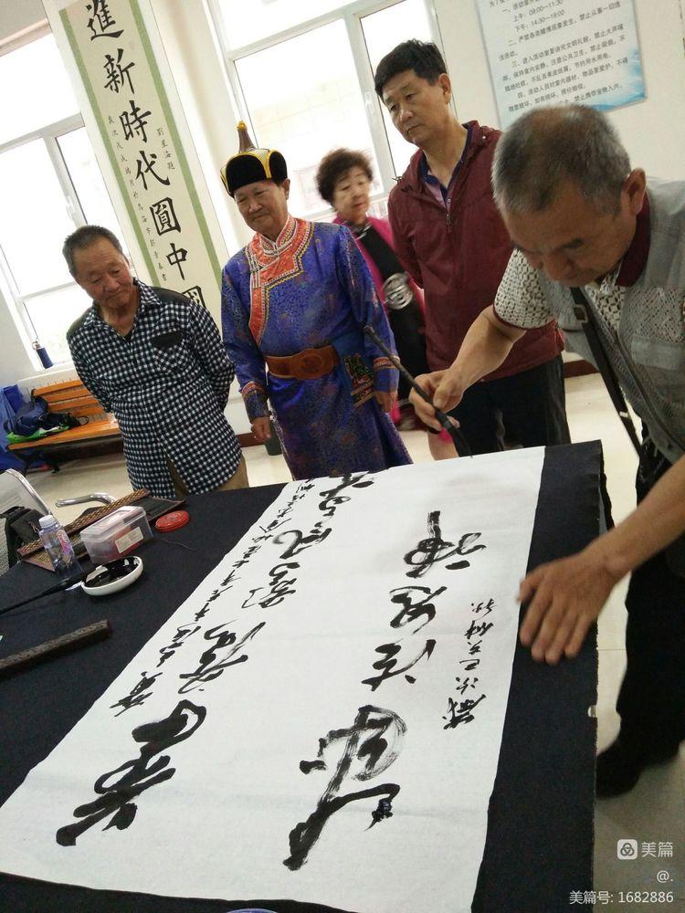 乌海市老年书画协会在森林半岛社区成立'蒙文书法培训指导中心