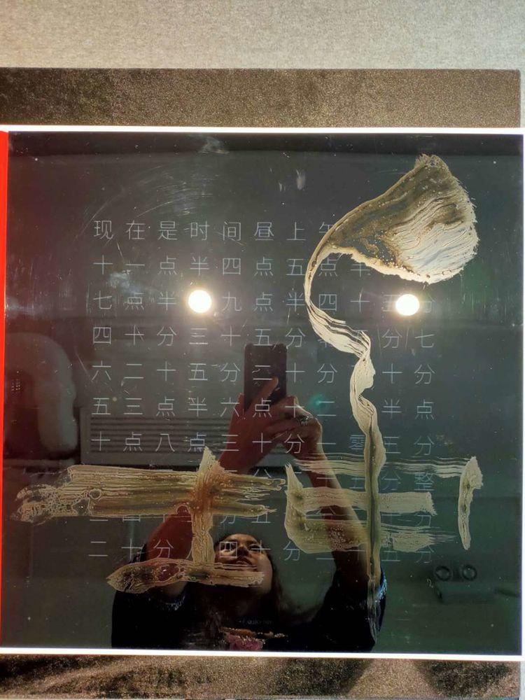 中华国礼能量书画艺术家魏士杰在香港举办易经书画展,其1号弟子MeiMei拜师,共同传播中华文化正能量。