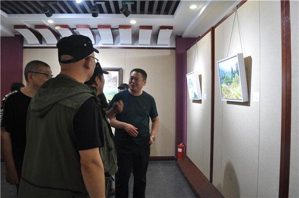 """东书房艺术馆签约艺术家全国巡展""""在中国游荡""""第六季在天中美术馆成功启动"""