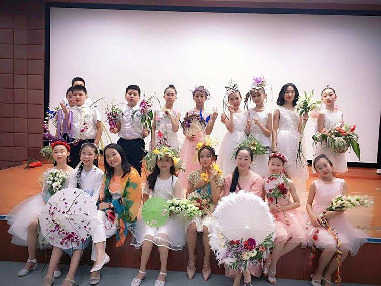 天元莎莎国际ag游戏国际厅|官方师学员(王瑶、张敏、吴敏等)合力打造了六一小学生人体ag游戏国际厅|官方秀