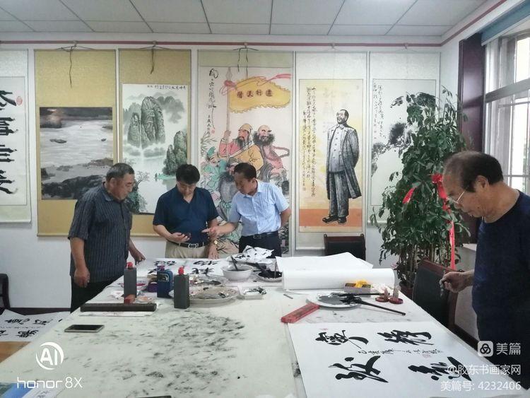 山东威海艺美书画院庆八一建军节书画活动剪影