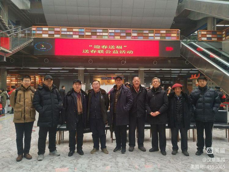 内蒙古包头市广艺书画协会 走进市图书馆 为读者写春联 送祝福