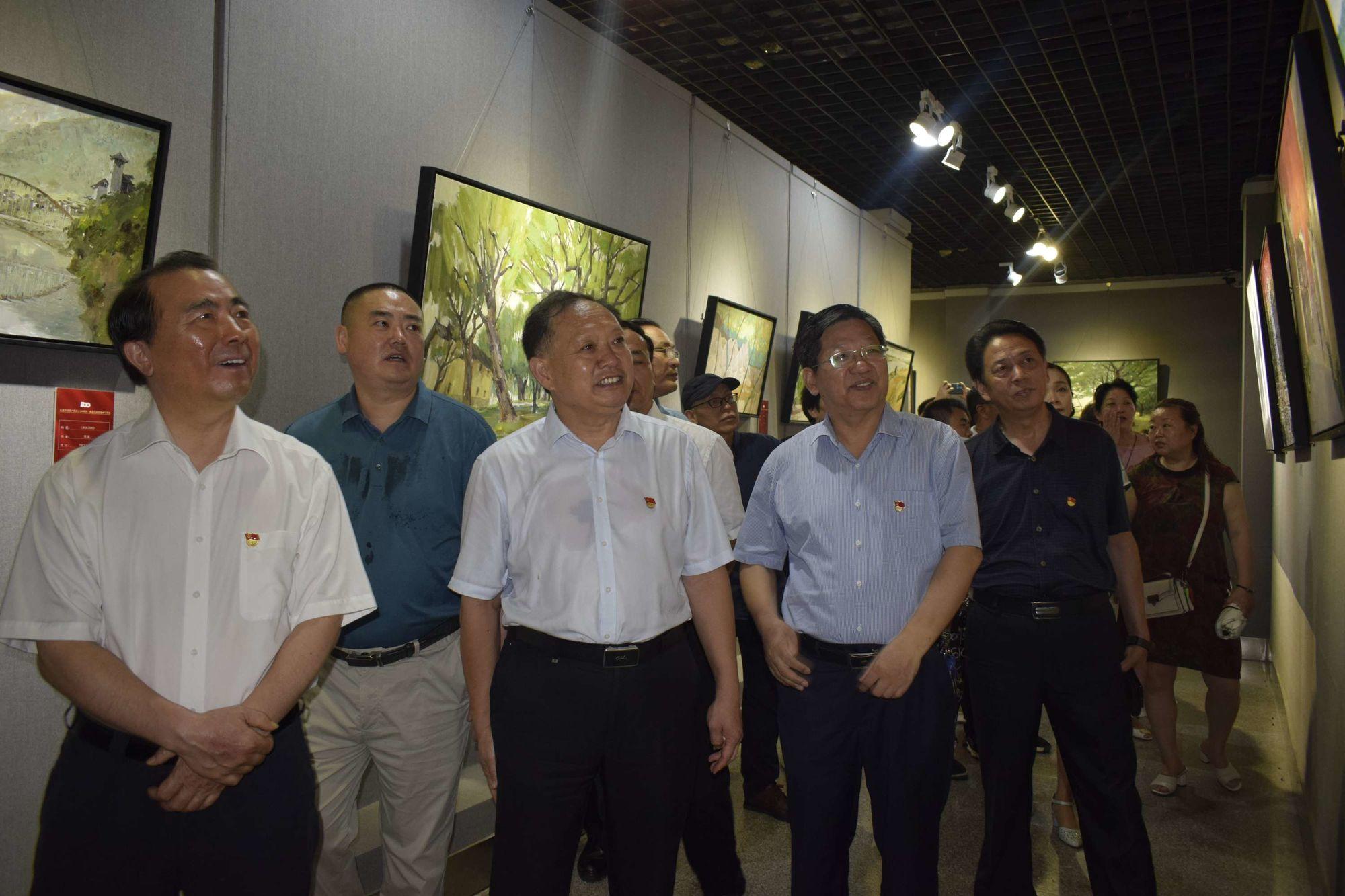 驻马店:庆祝中国共产党成立100周年·重走长征路油画写生展开幕