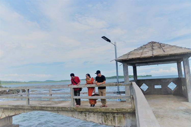 波浪拍打着褐色岩石 西港海滩游玩 (Koh Sampouch)-柬埔寨火凤凰日记12插图(5)