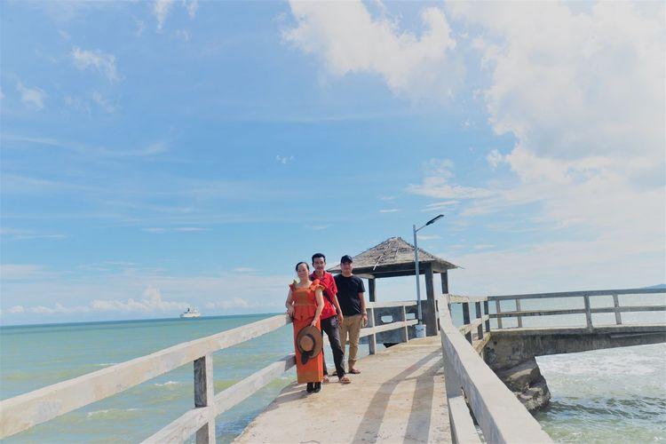 波浪拍打着褐色岩石 西港海滩游玩 (Koh Sampouch)-柬埔寨火凤凰日记12插图(7)