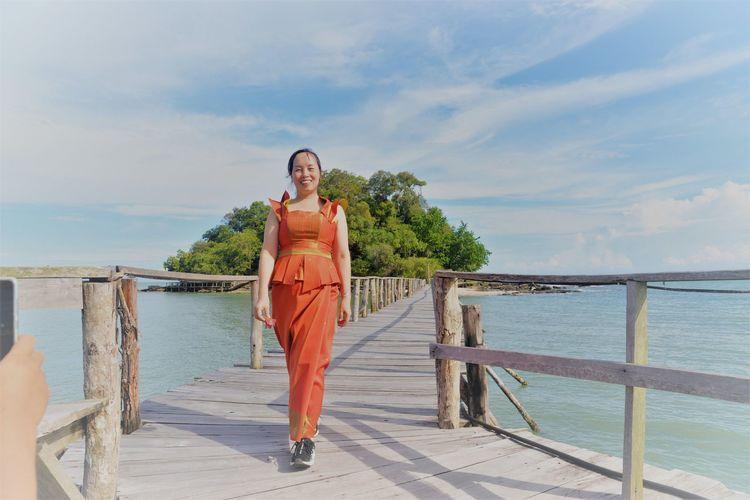 波浪拍打着褐色岩石 西港海滩游玩 (Koh Sampouch)-柬埔寨火凤凰日记12插图(6)