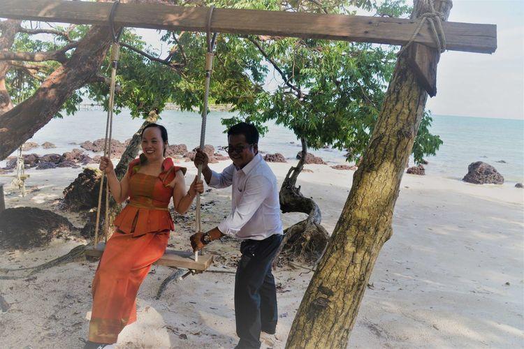 波浪拍打着褐色岩石 西港海滩游玩 (Koh Sampouch)-柬埔寨火凤凰日记12插图(9)