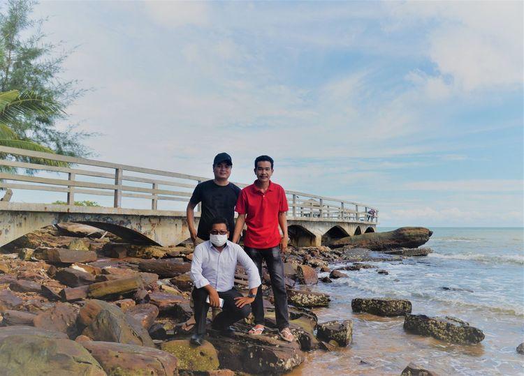 波浪拍打着褐色岩石 西港海滩游玩 (Koh Sampouch)-柬埔寨火凤凰日记12插图(4)