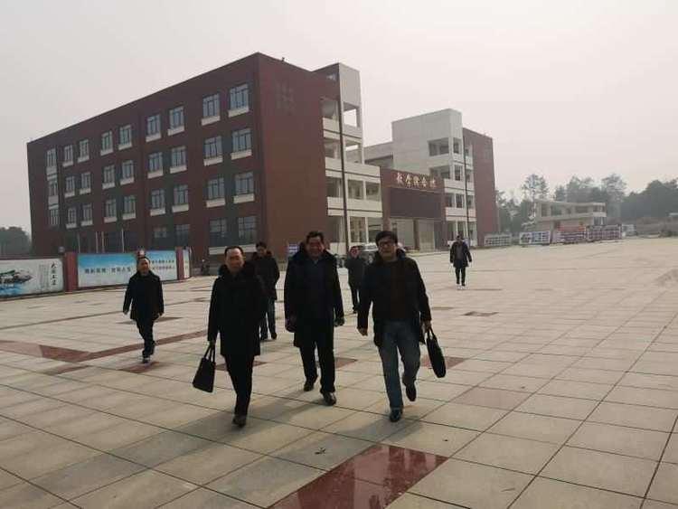 四川中德教育集团董事长李和兴来怀宁中专考察学习托管模式