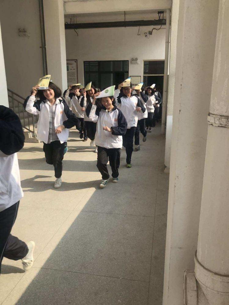 怀宁县中等专业学校举行地震演练活动
