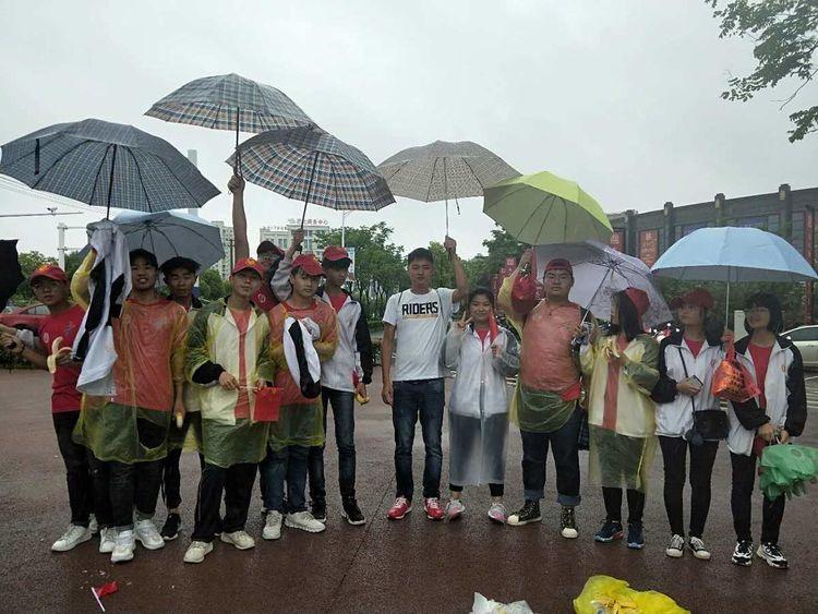 怀宁中专学校全体师生助力2019.怀宁蓝莓之乡国际马拉松比赛