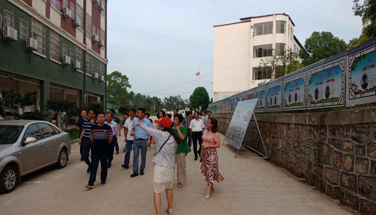 江西省浮梁县教育代表来怀宁中专学校考察指导工作
