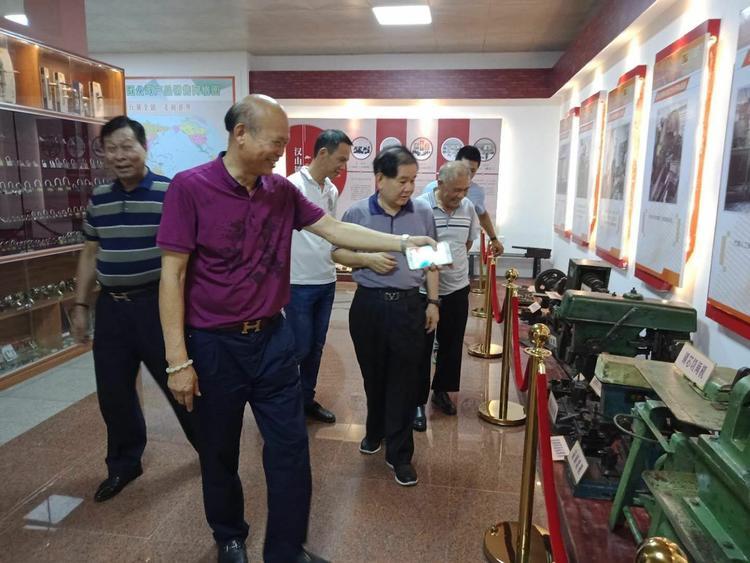 广东省民政厅领导深入电白汉山锁业集团公司调