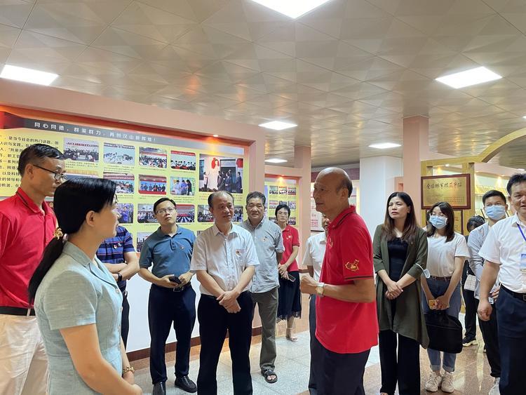 市人大机关第五党支部到汉山集团公司开展主题