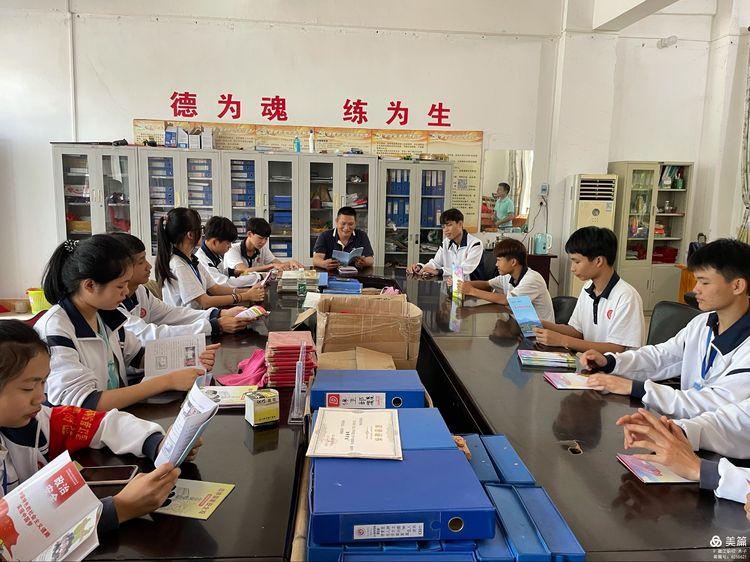 昌江县职业教育中心组织开展《学生安全与应急教育读本》赠书活动简报(图2)