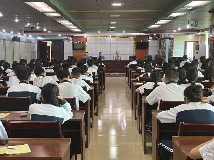 """昌江县职业教育中心""""法治进校园""""工作简报(图2)"""