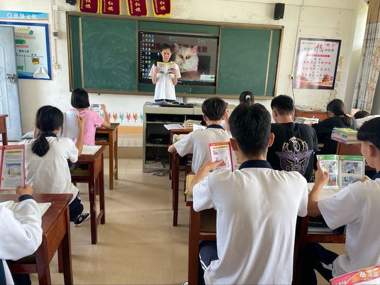 昌江县职业教育中心组织开展《学生安全与应急教育读本》赠书活动简报(图6)