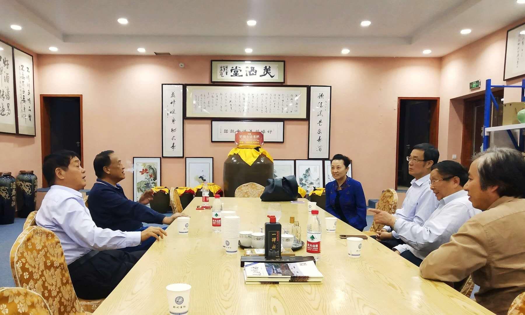 <b>河南省商务厅厅长张延明、郑州市政协原主席王璋等莅临郑州市酒协</b>