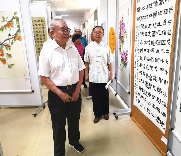 """海南举办全省离退休干部""""庆祝中华人民共和国成立70周年""""书画摄影作品展"""